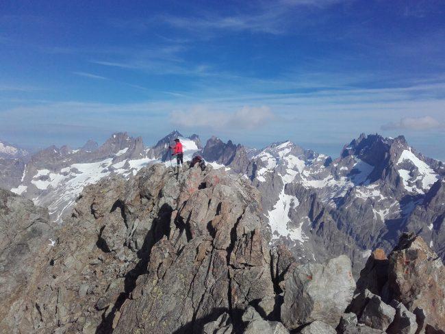 Le pic de Neige Cordier et le massif des Ecrins.