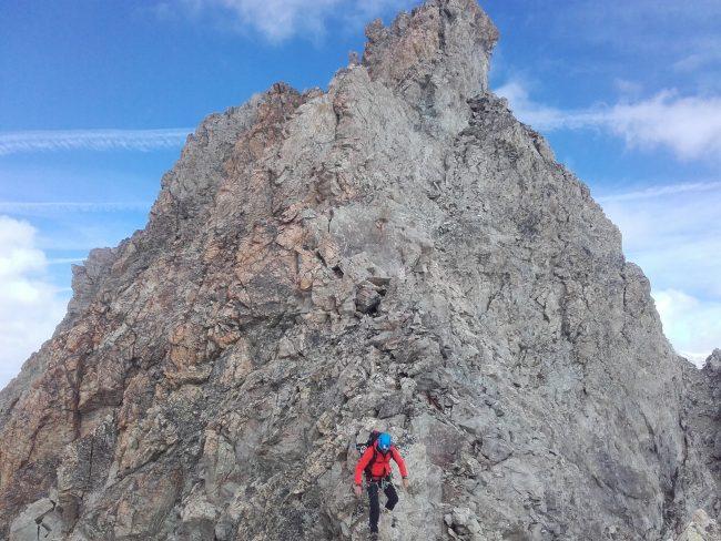 La descente de l'arête Est du Pic de Neige Cordier.