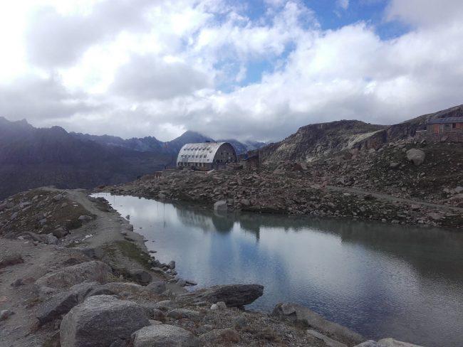 Le refuge Victor Emmanuel II et son lac.