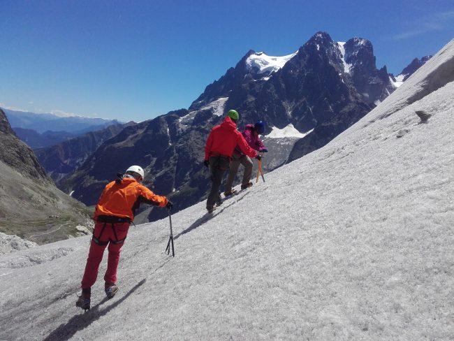 Apprentissage du cramponage 10 pointes sur le glacier Blanc.