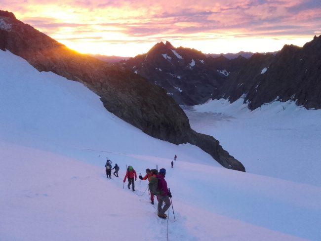 Lever de soleil sur le bassin du glacier Blanc.