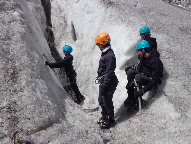 Exercice de pointes avant sur le glacier Blanc.