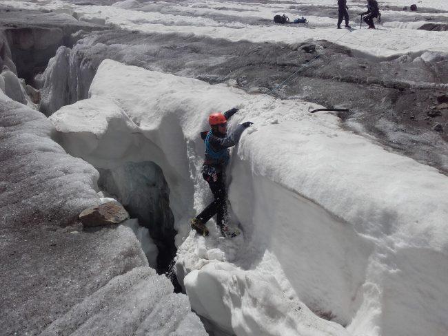 Exercice de chute en crevasse au glacier Blanc.