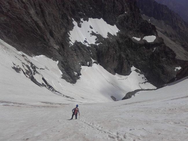 Descente du crevassé glacier des Bans.