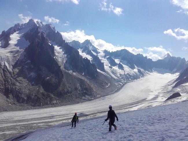 Descente du glacier des Rognons dans le massif du Mont Blanc.