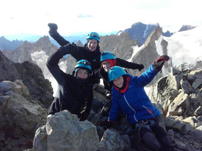 Contents au sommet de la Roche Faurio.