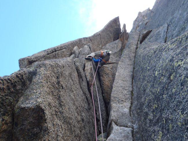Très belle escalade en granit à Chamonix dans la Contamine vaucher au Peigne.