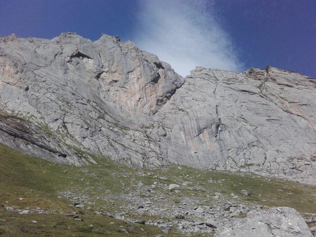La face est du Pène Sarrière dans les Pyrénées.