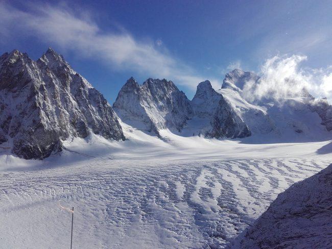 Les chutes de neige ont enneigé le glacier Blanc.