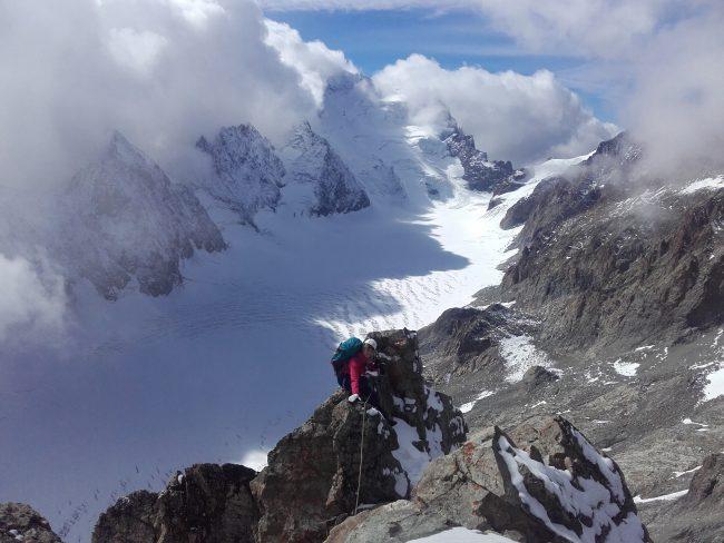 Arrivée au sommet de l'arête sud du pic du Glacier Blanc.