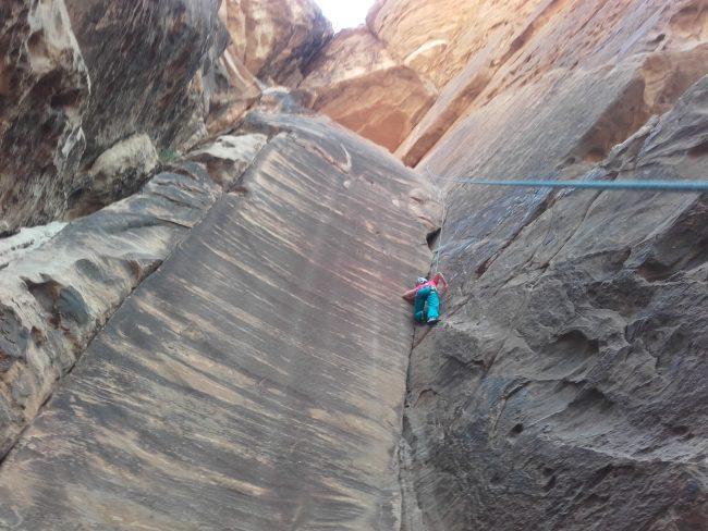 Une belle fissure en 6b+ à Barrah canyon.