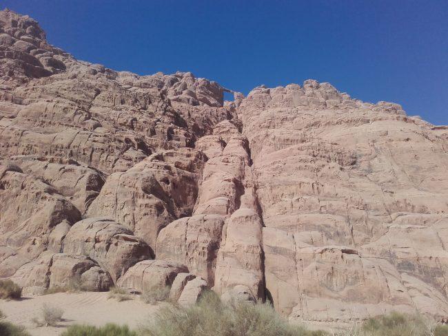 La face est du Jebel Burdah.