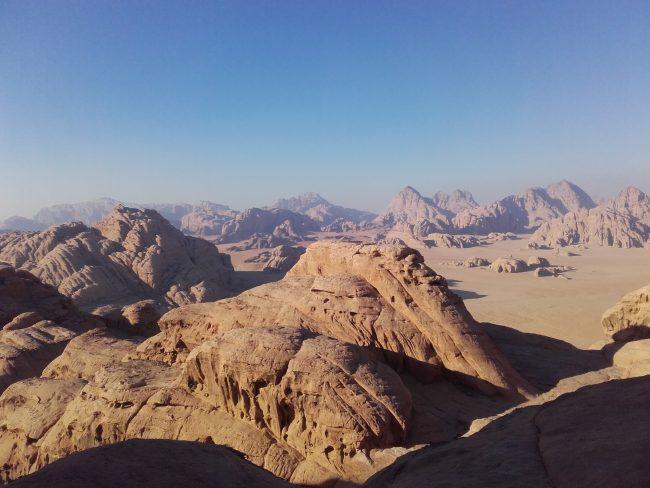 Dans la descente du jebel Burdah à Wadi Rum.