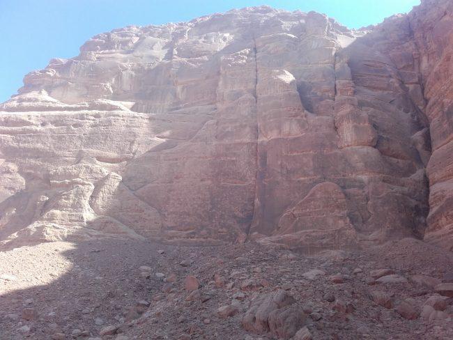 La grande paroi de No way for Ibex dans le wadi Rum.