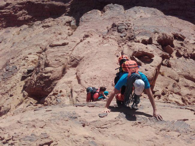 Approche de la voie Rum ddodle à Wadi Rum.