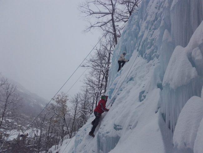 Escalade sur glace à pelvoux.