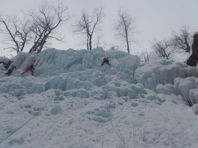 La cascade artificilelle de pelvoux sous la neige.