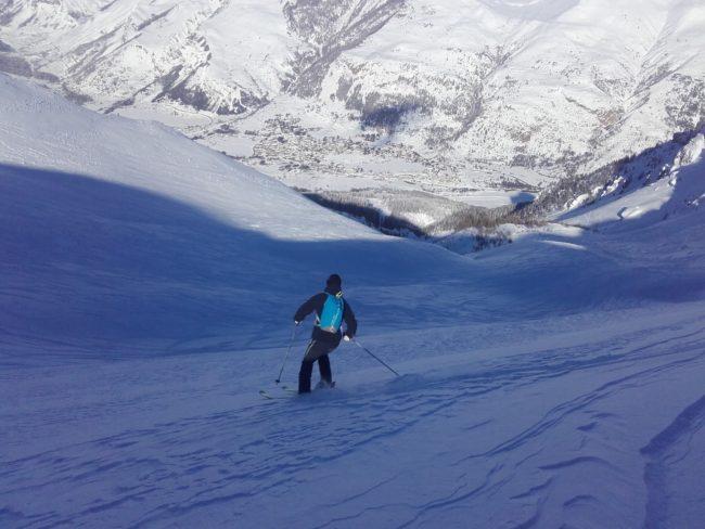Ski dans le vallon des Corneilles à Serre Che.