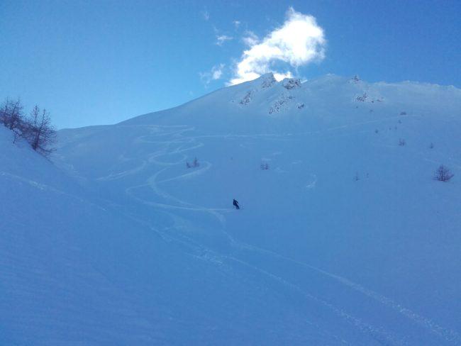 Ski en poudreuse à Serre Che aux Corneilles.