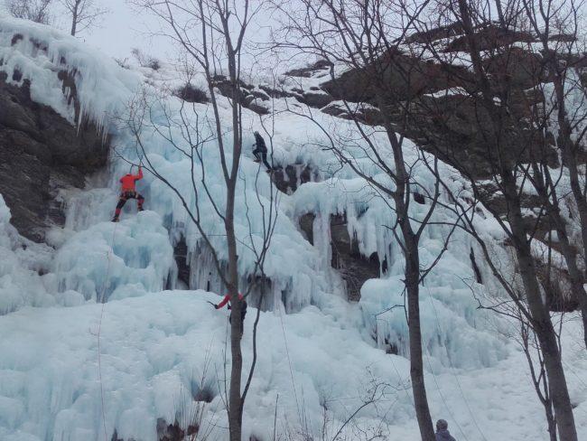 Le secteur initiation à la cascade de glace d'Aiguilles.