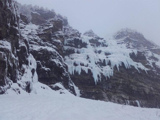 La face Nord de Gramusat avec ses cascades.