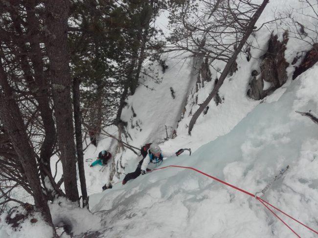 Initaiation en 2 jours à la cascade de glace dans le Queyras.