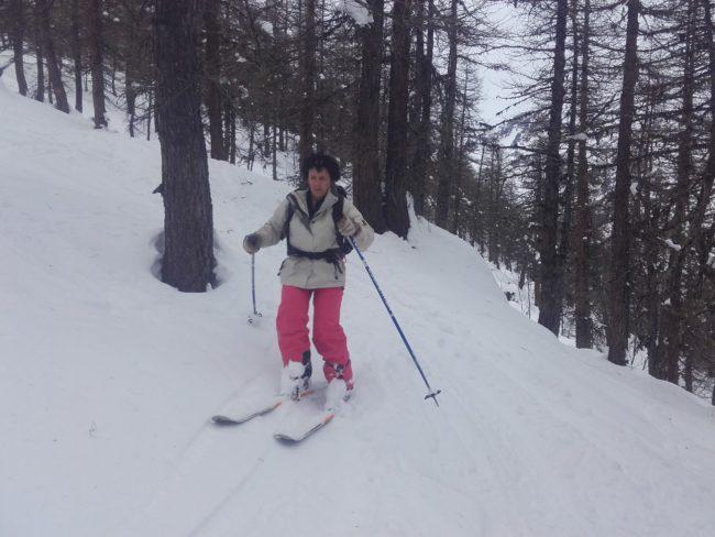 Descente en ski en neige humide de la crête de reychard.