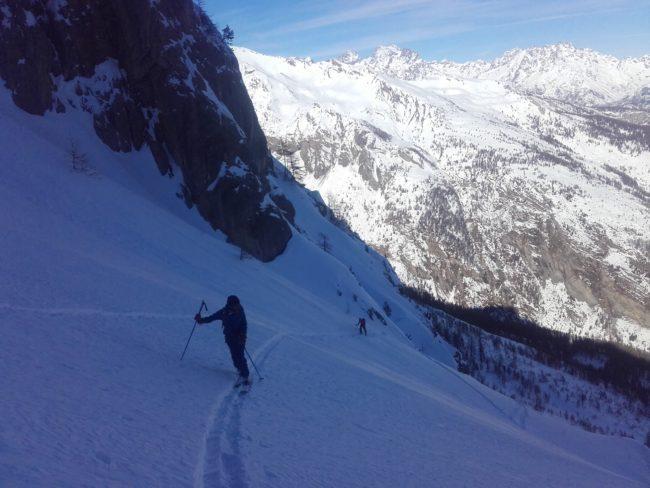 Face nord de l'Aiguillas en ski de randonnée.