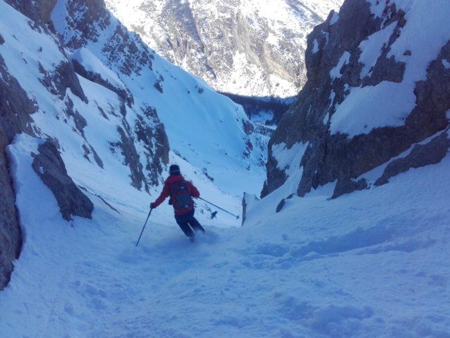 Ski en face Nord de l'Aiguillas.