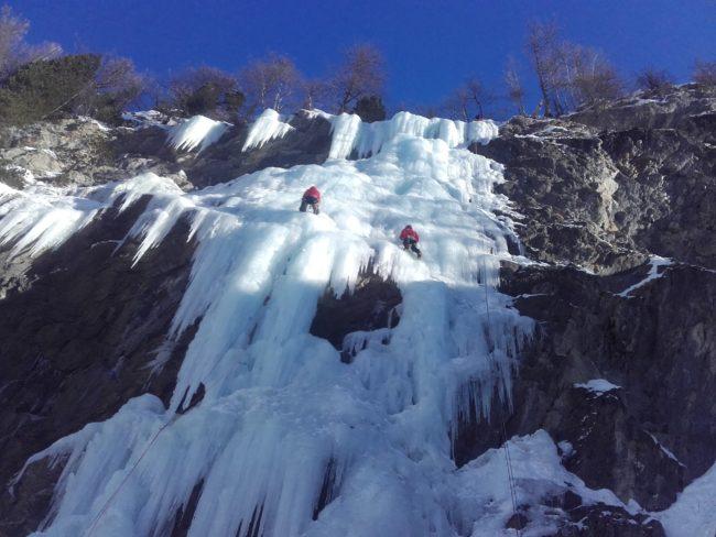 Escalade de glace à Freissinières dans Impatience.