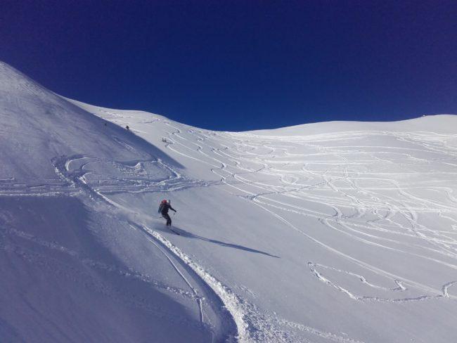 Approche en ski pour les cascades du val d'escreins.