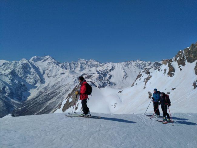 Le col de l'Aiguillette en ski dans les Cerces.