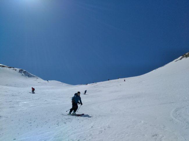 Descsnte en ski de la crête du Chardonnet dans le e massif des cerces.