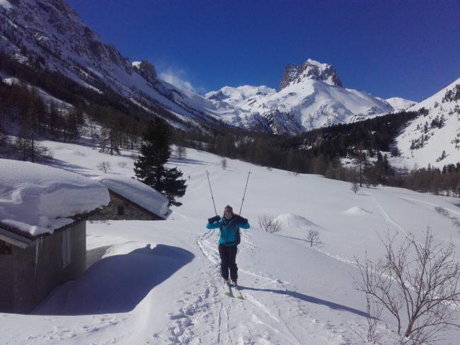 Arrivé au refuge de Re Magi en ski dans la vallée étroite