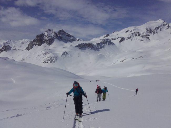 Montée en ski au col de Fontaine Froide.