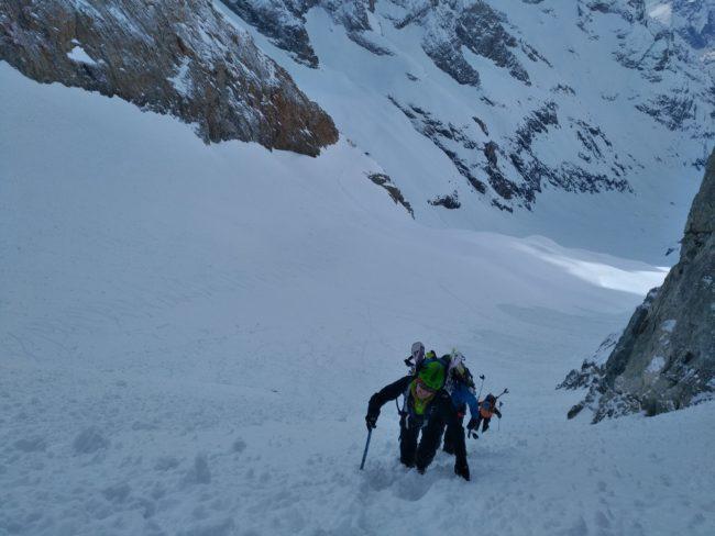 La traversée de la brèche de la meije en ski.