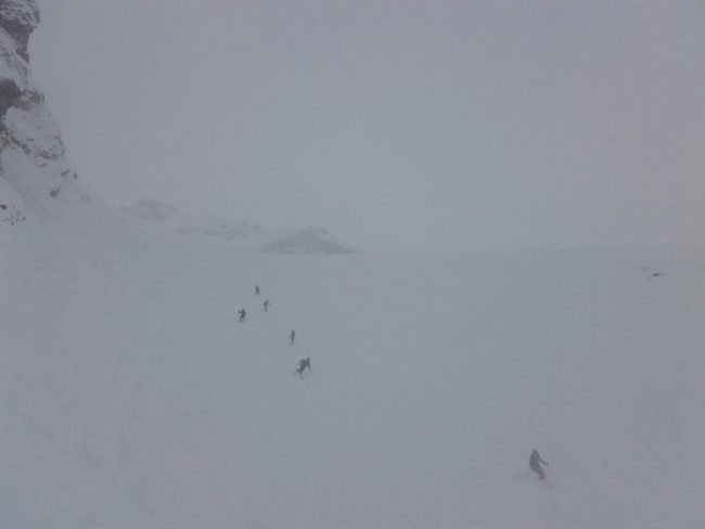 Les vallons de la Meije dans le brouillard avec de la peuf.