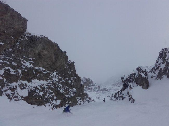 Ski dans le couloir de Patou à la Grave, la Meije.