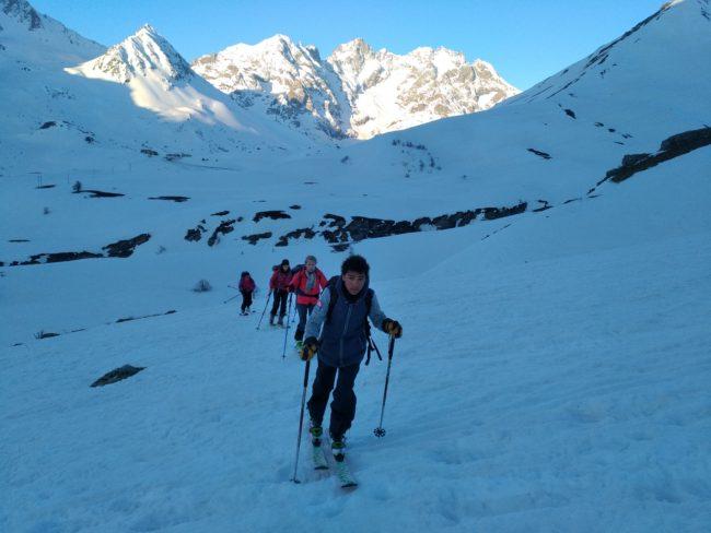 Départ en ski du pic blanc du Galibier.