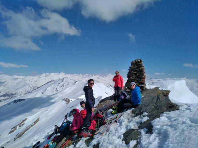 Au sommet du pic de Fond de Paynin en ski.