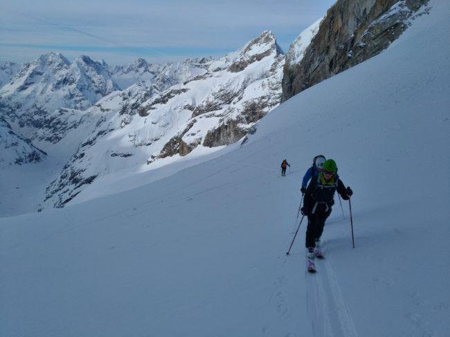 Ski de rando vers la Brèche de la meije.