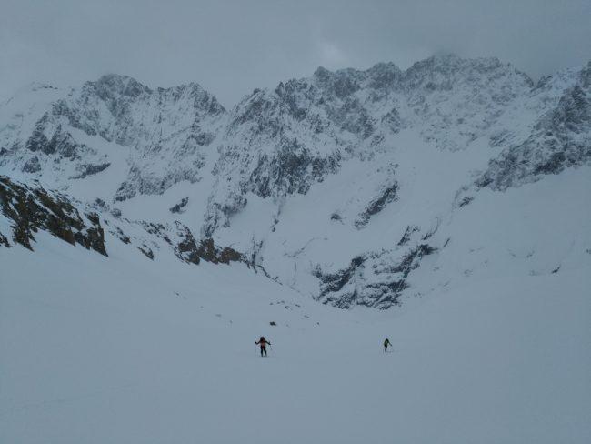 Arrivée au refuge Adèle Planchard à ski.