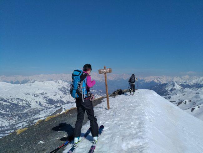 Au sommet de la Tête de Paneyron en ski.
