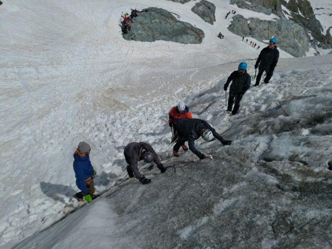 Cramponnage pointes avant sur le glacier Blanc.