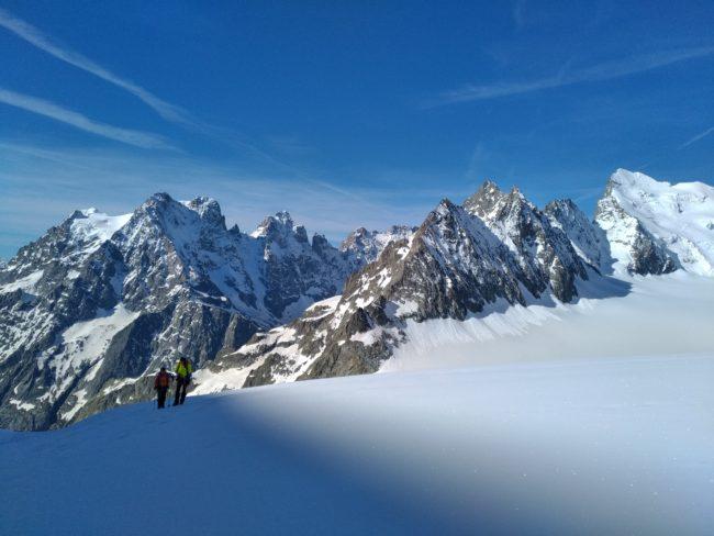 Stage d'initaition à l'alpinisme sur le glacier blanc.