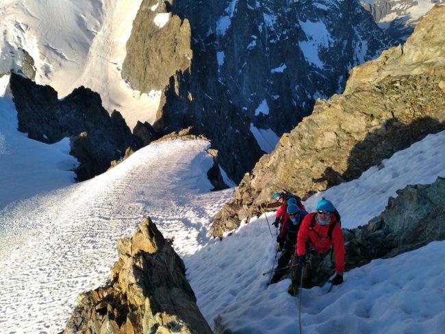 Le passge raide en neige en montant à la Roche Faurio.