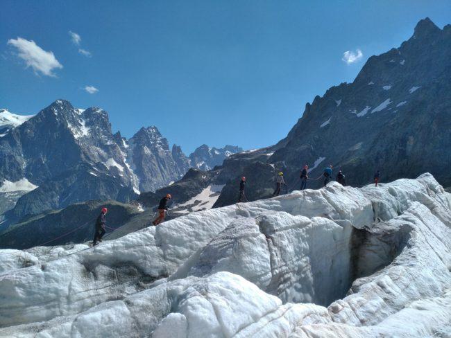 Balade glaciaire sur le glacier blanc avec des ados.
