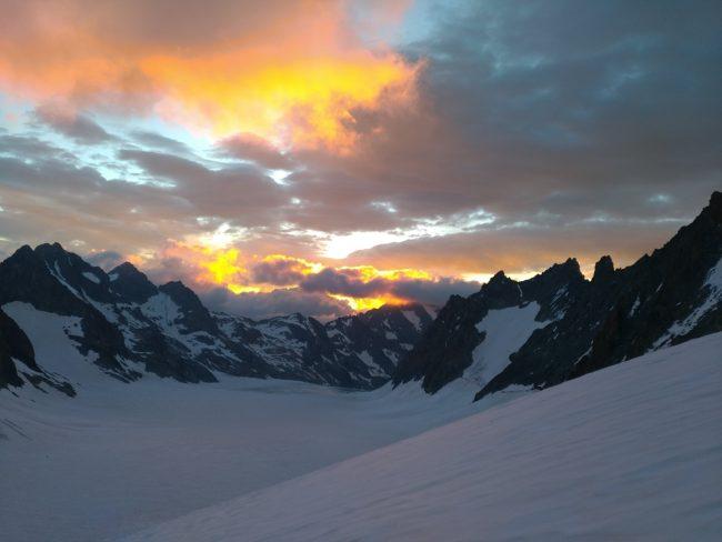 Très beau ciel en montant au Dôme des Ecrins.