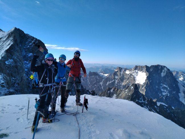 Cleints au sommet du Dôme des Ecrins à 4015 mètres.