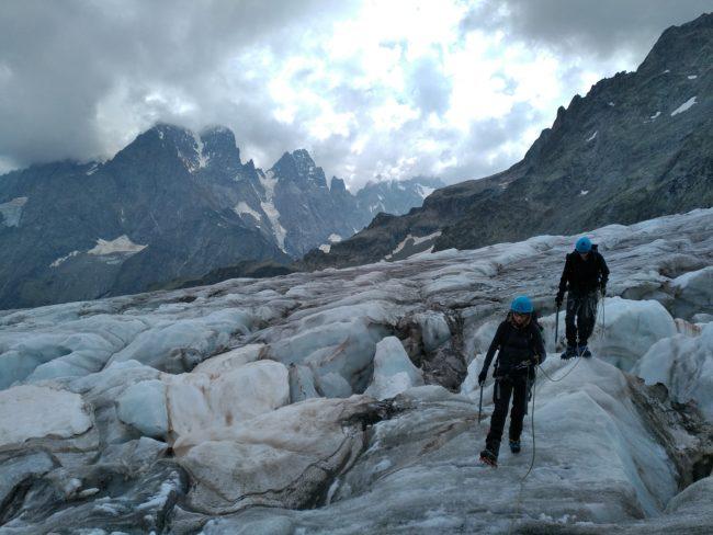 Beau tour sur les crevasses du glacier blanc.
